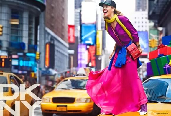 Rita Ora por Lachlan Bailey para DKNY resort 2014